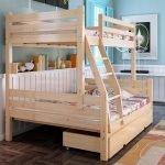 Удобная кровать из дерева
