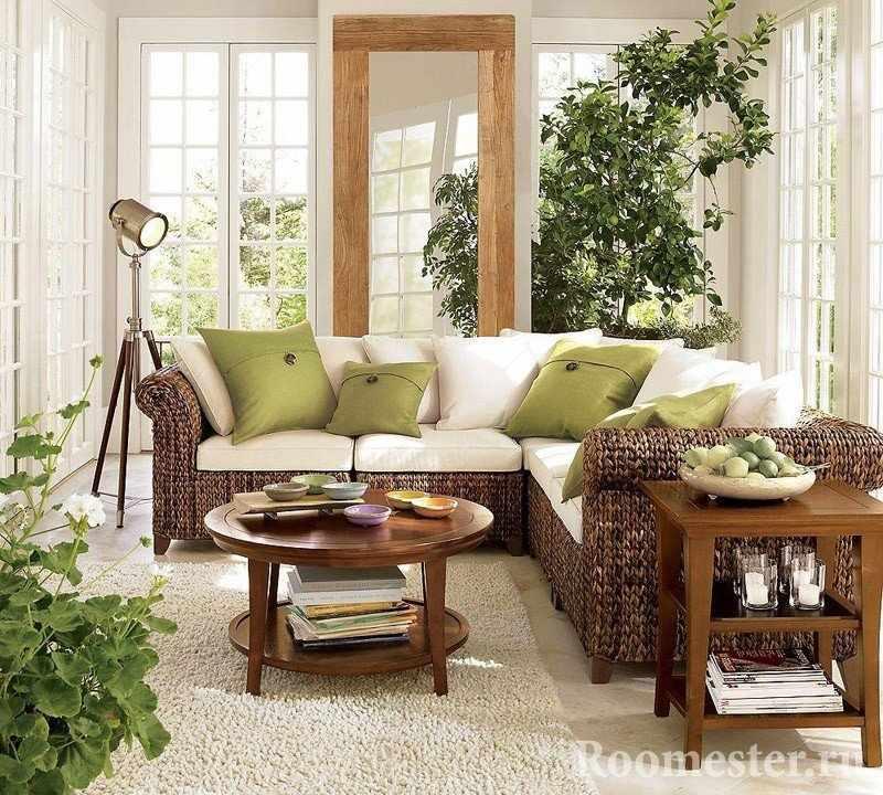 Мебель из ротанга в гостиной в экостиле