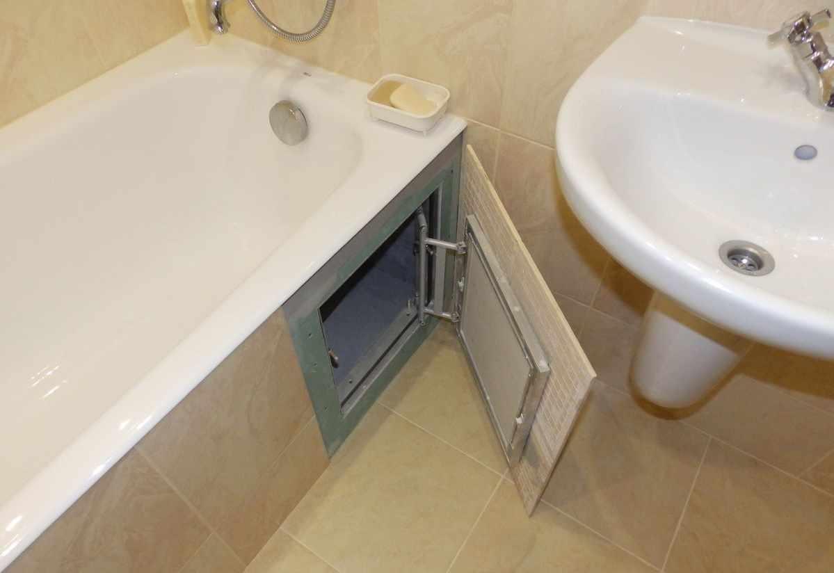 Ванна с экраном с распашными дверцами