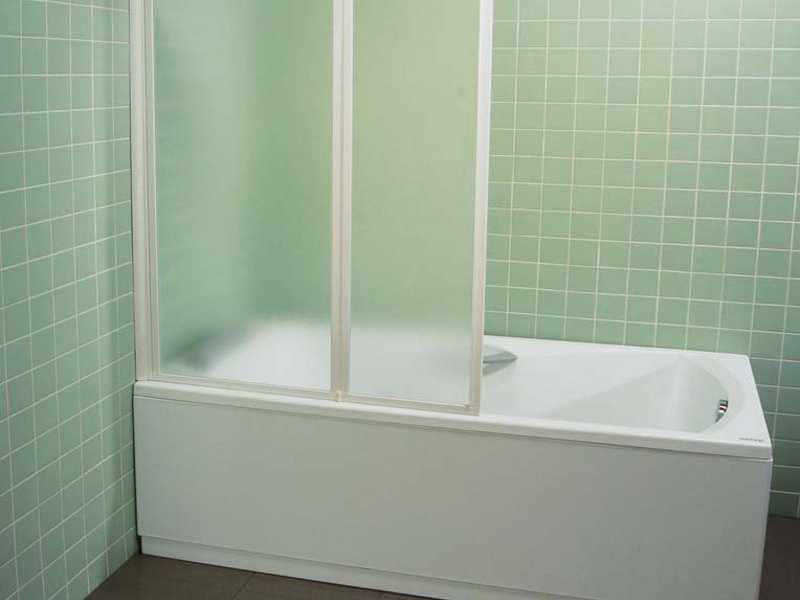 Ванна с экраном из пластика