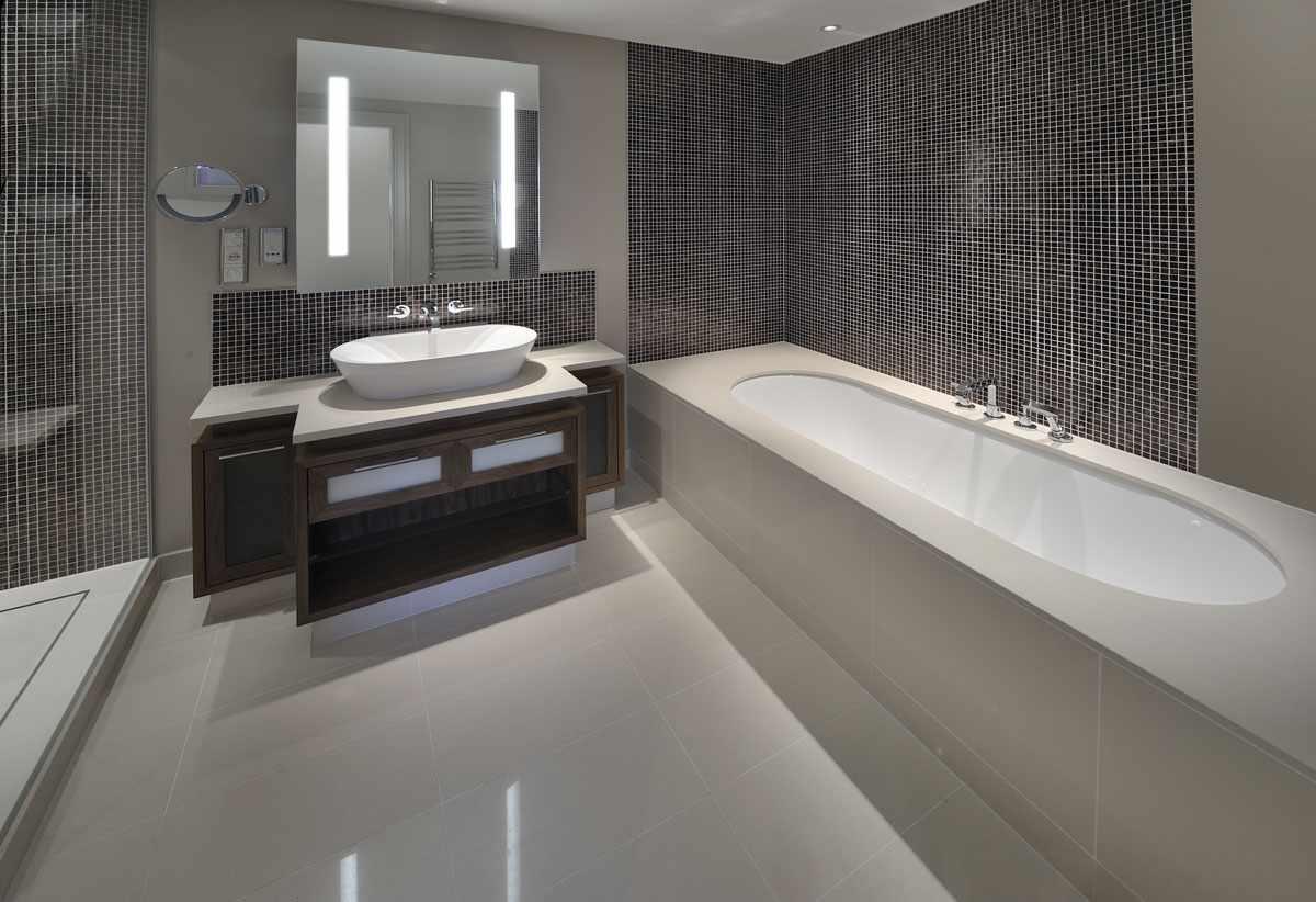 Ванна с экраном из полистирольных плит