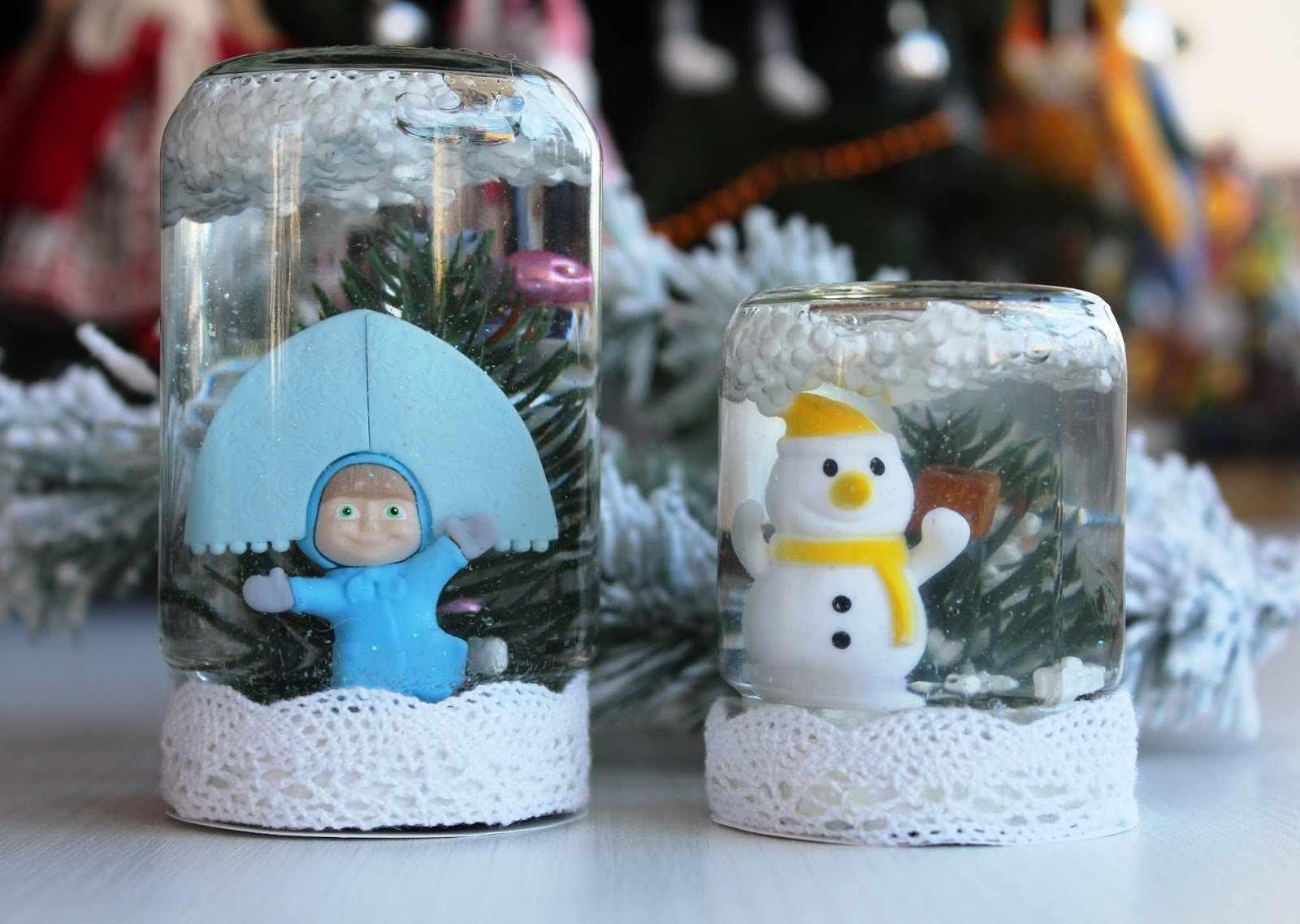 Игрушки по типу «снежный шар»