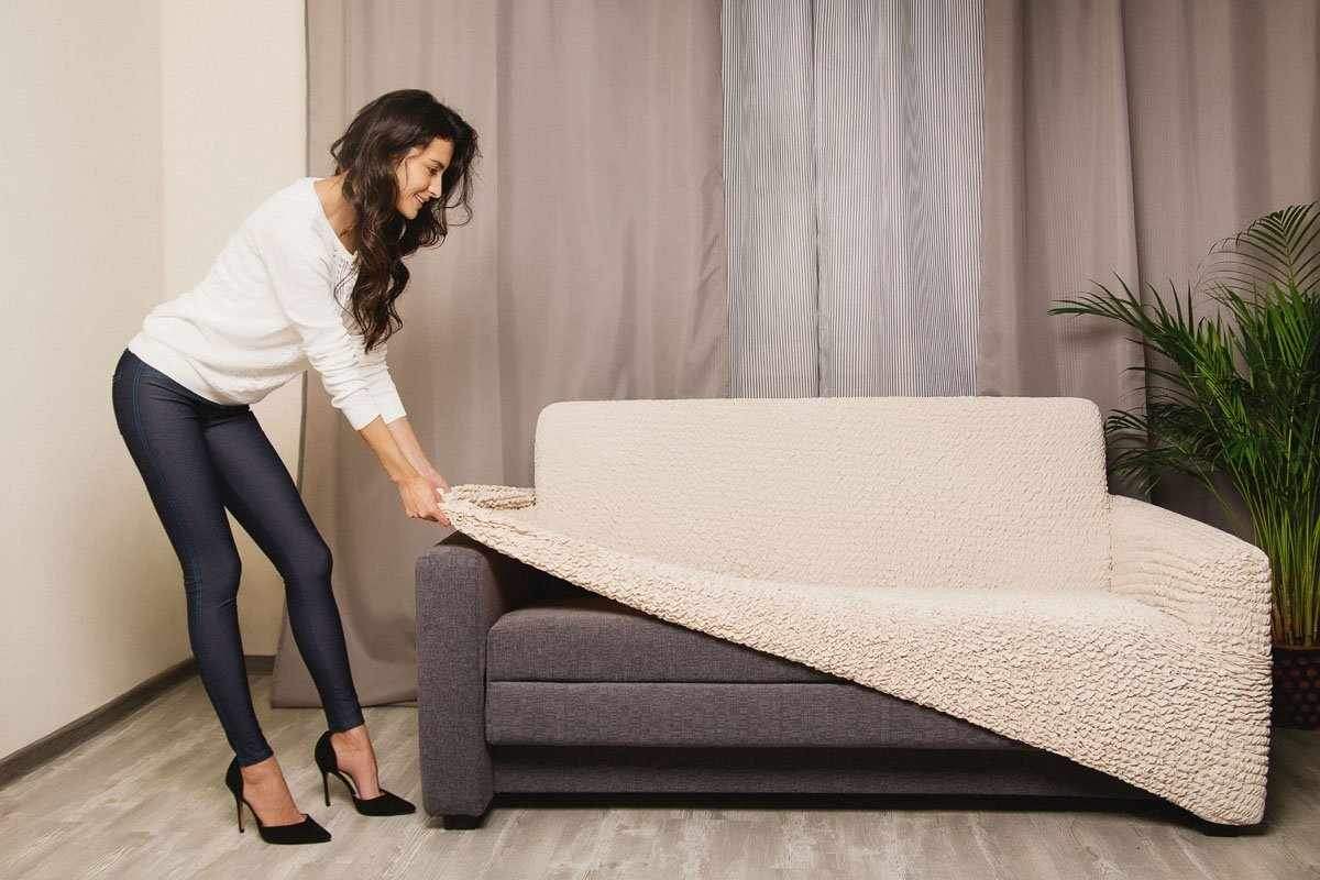 Процесс одевания еврочехла на диван