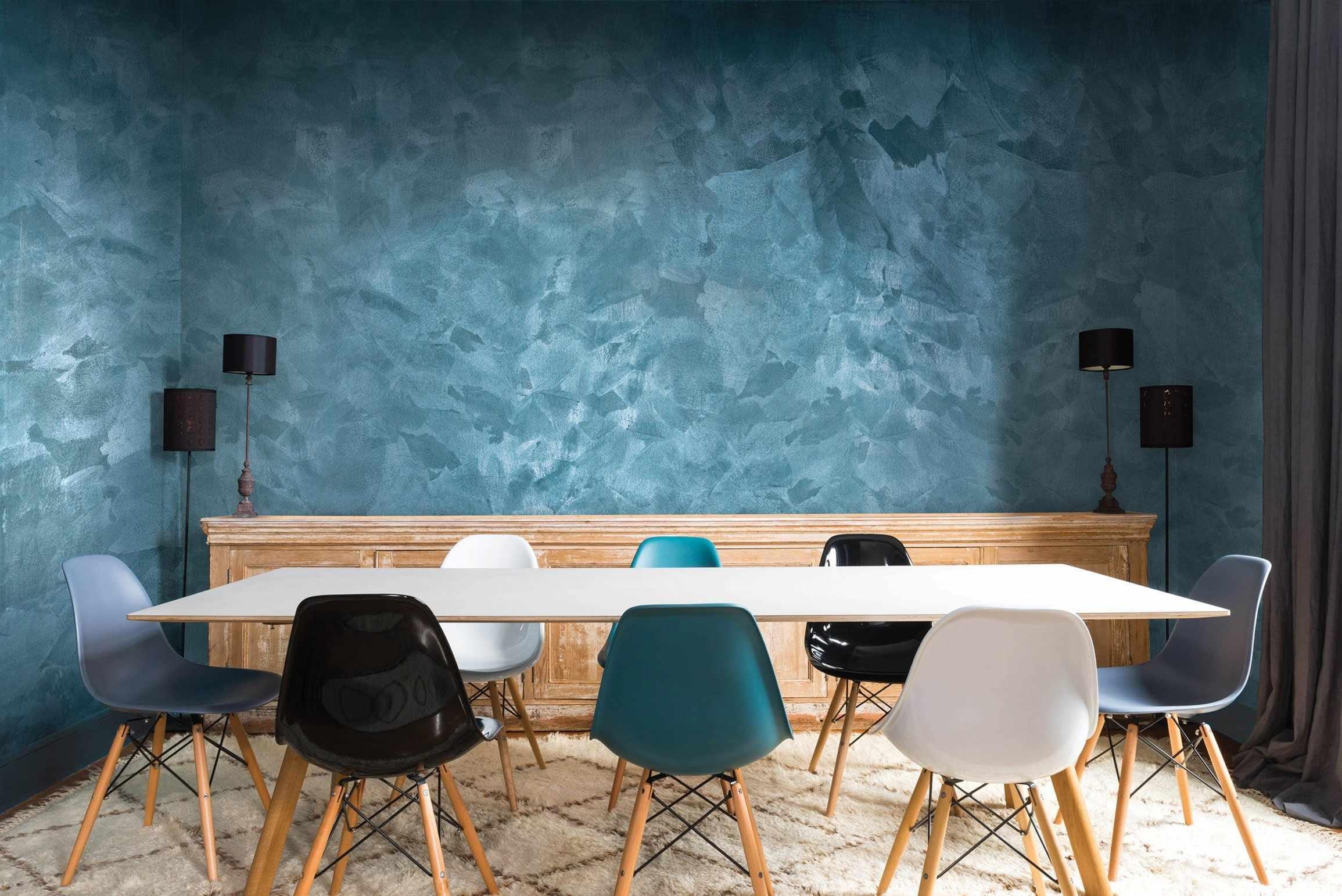 Стойкость - одно из преимущество фактурной краски на стенах