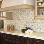 Бежевая плитка в цвет кухни