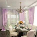 Кухня с белыми стульями и фиолетовыми шторами