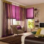 Коричневый и фиолетовый в интерьере гостиной
