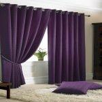 Фиолетовые подушки на полу