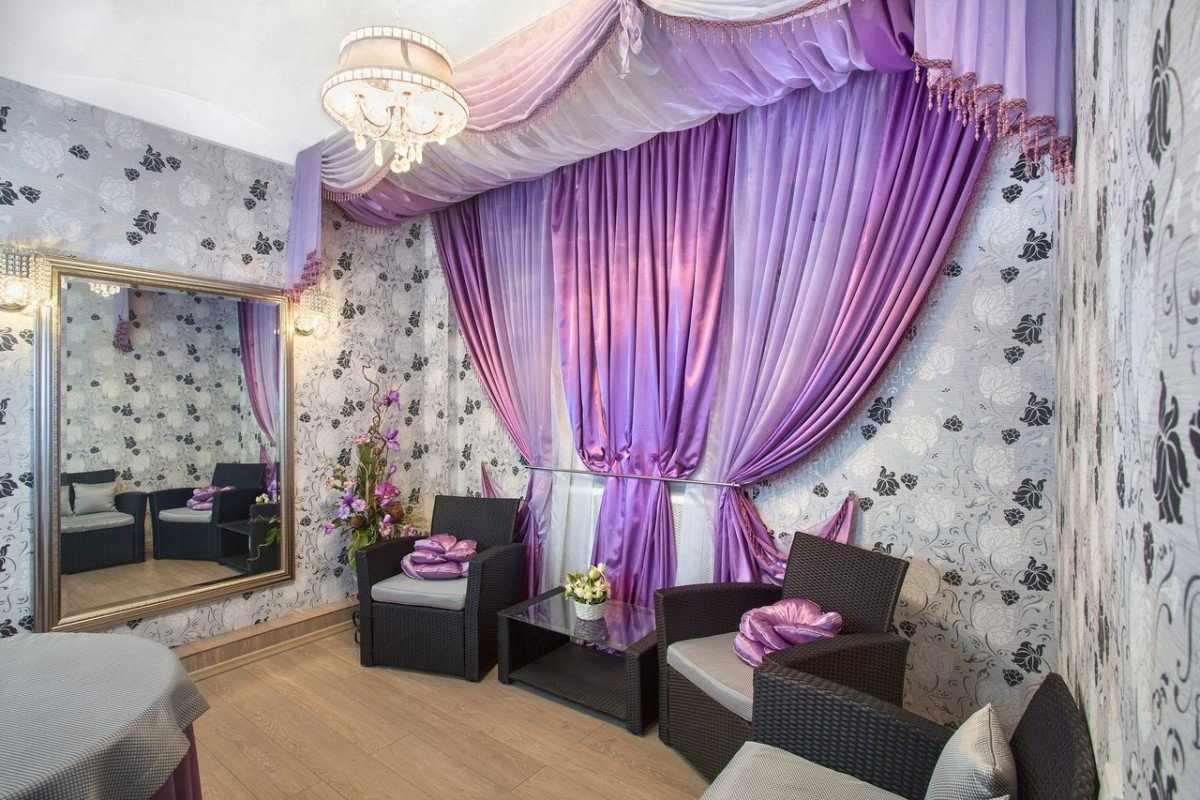 Вариант драпировки фиолетовых штор