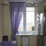 Фиолетовая занавеска на кухне