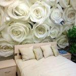 Белые розы в декоре спальни