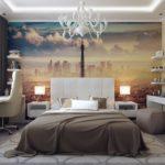 Лампы на тумбочках у кровати