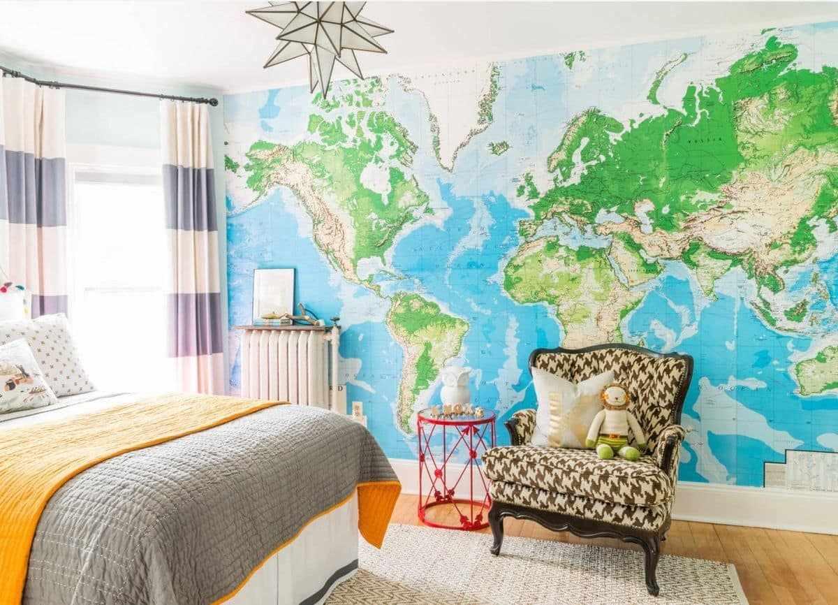 Фотообои с картой мира в интерьере