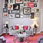 Розовый ковер с орнаментом в гостиной