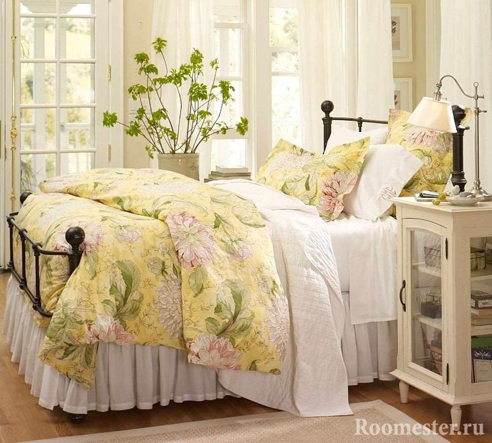 Большая кровать во французском стиле