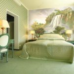 Салатовый интерьер спальни