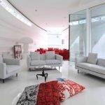 Подушки на полу в гостиной