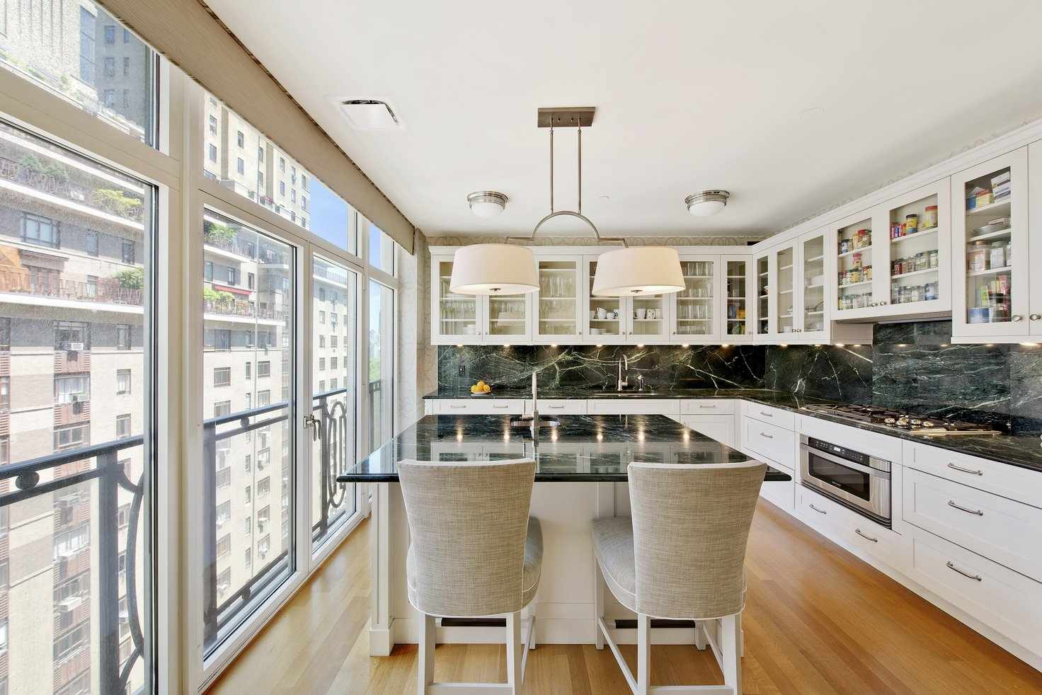 Кухня с панорамными окнами
