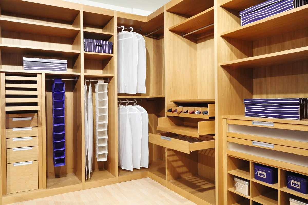 Угловая планировка гардероба
