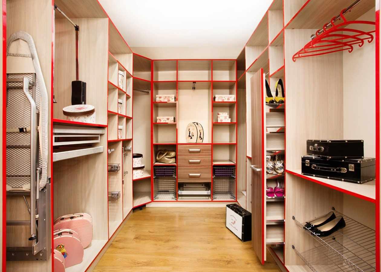 П-образная планировка гардеробной