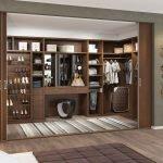 Деревянные стеллажи для гардеробной