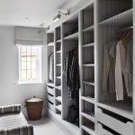 Пуф в линейном гардеробе