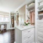 П-образная планировка гардероба