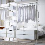 Подвесные светильники у кровати