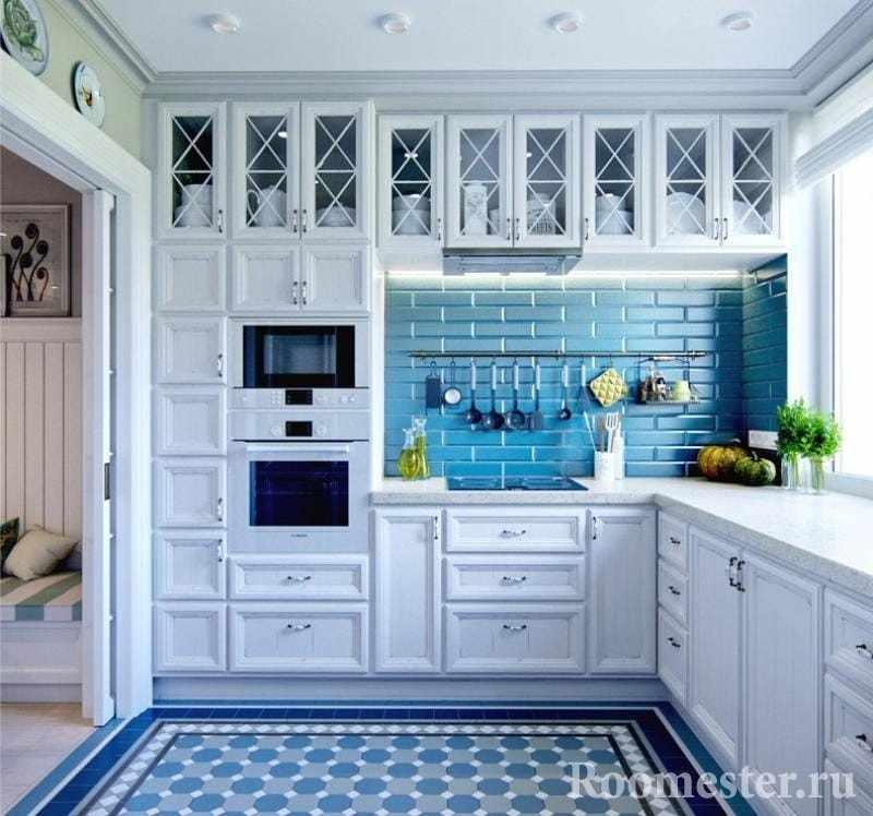 Кухня со стенами и полом голубого цвета