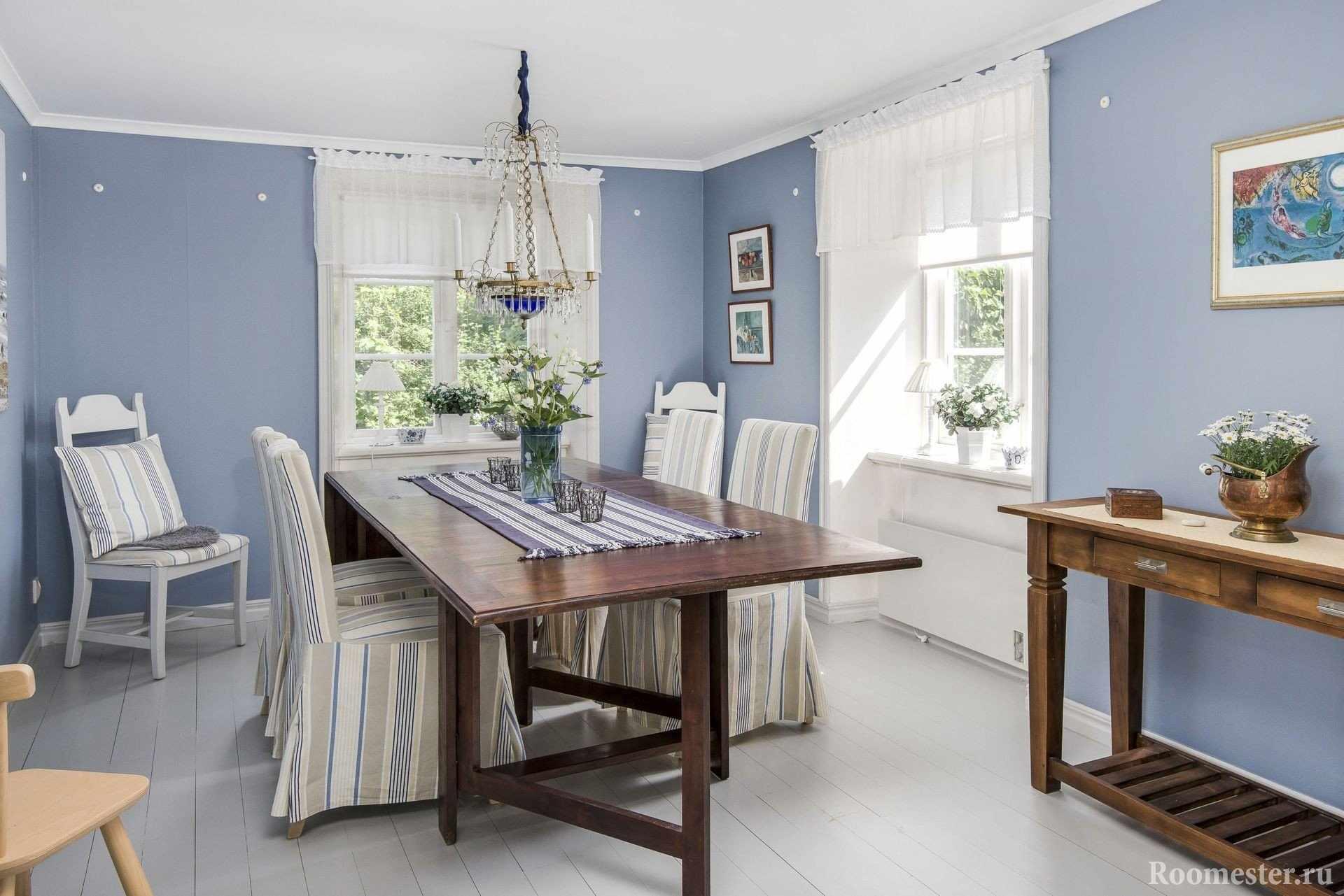 Столовая с голубыми стенами