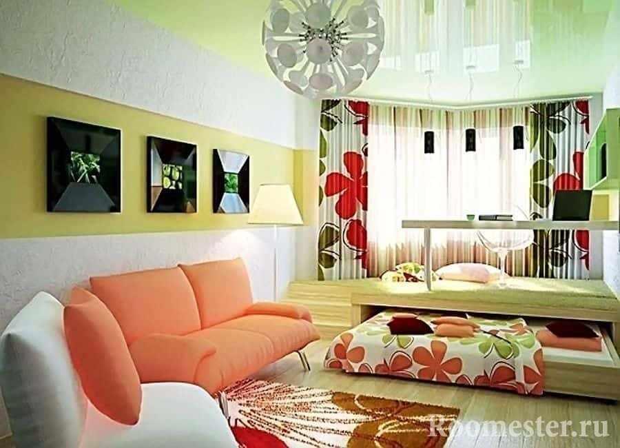 Подиум с выдвижной кроватью и рабочим местом для детей в гостиной
