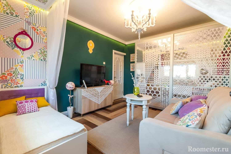 Зонирования гостиной и детской комнаты с помощью цвета и штор
