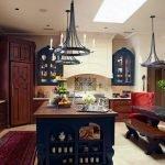Люстры со свечами на кухне