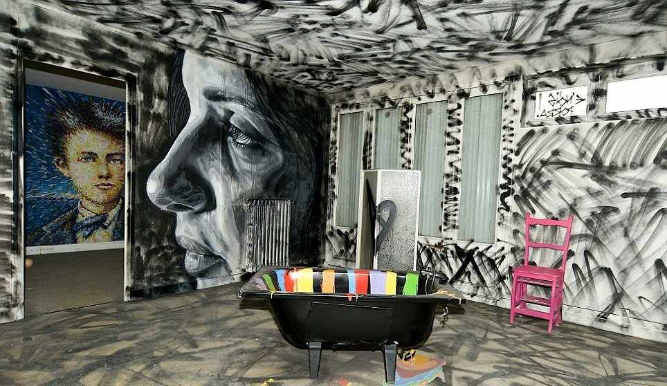 Граффити в ванной