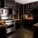 Кухня со строгим дизайном