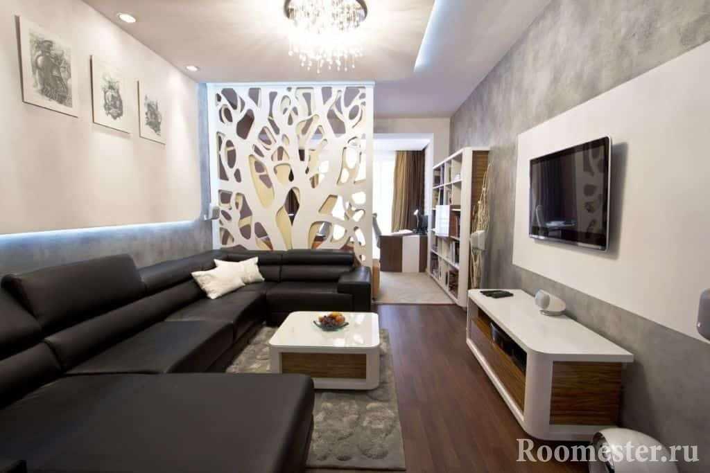 Длинная гостиная разделенная на рабочую и гостевую зоны