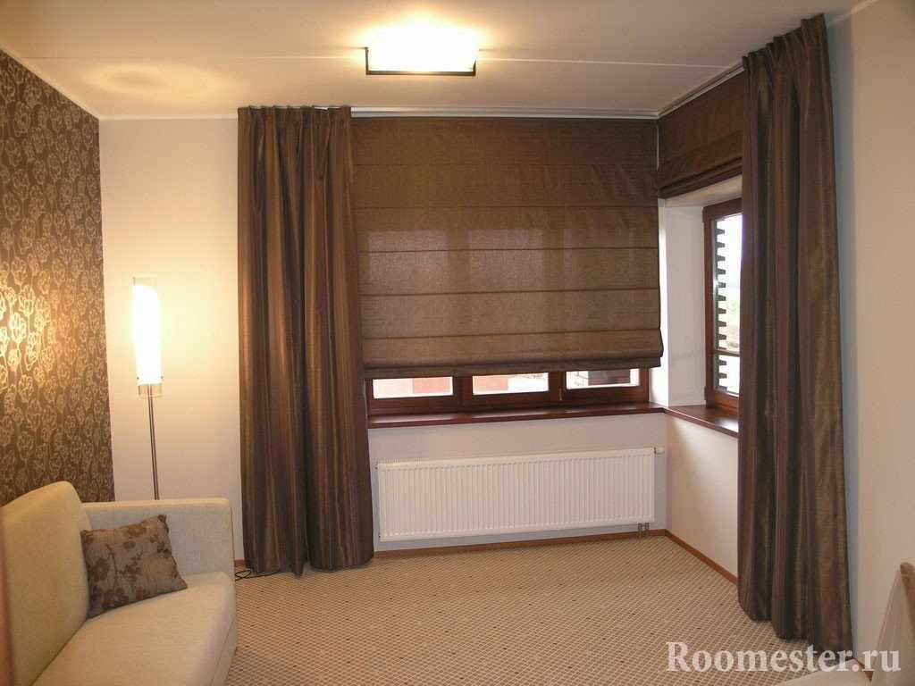 Римские шторы шоколадного цвета в белом интерьере