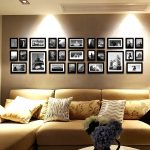 Ряд фото над диваном