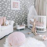 Мягкий коврик на полу детской