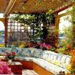 Угловой диван в саду