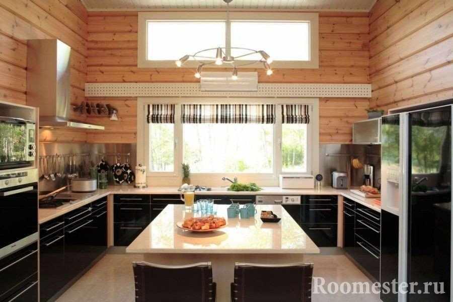 П-образная кухня в доме из бруса