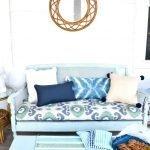 Голубой диванчик в стиле прованс