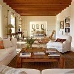 Подушки на диване и кресле