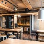 Деревянный потолок в кафе