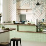 Сочетание дерева и оливковой плитки