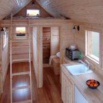 Кровать над душем и туалетом