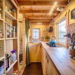 Полки для заготовок на небольшой кухне