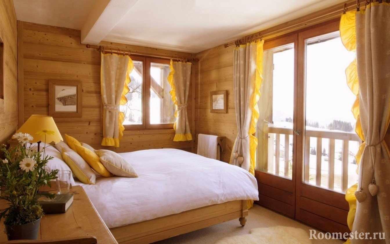 Спальня со стенами под дерево