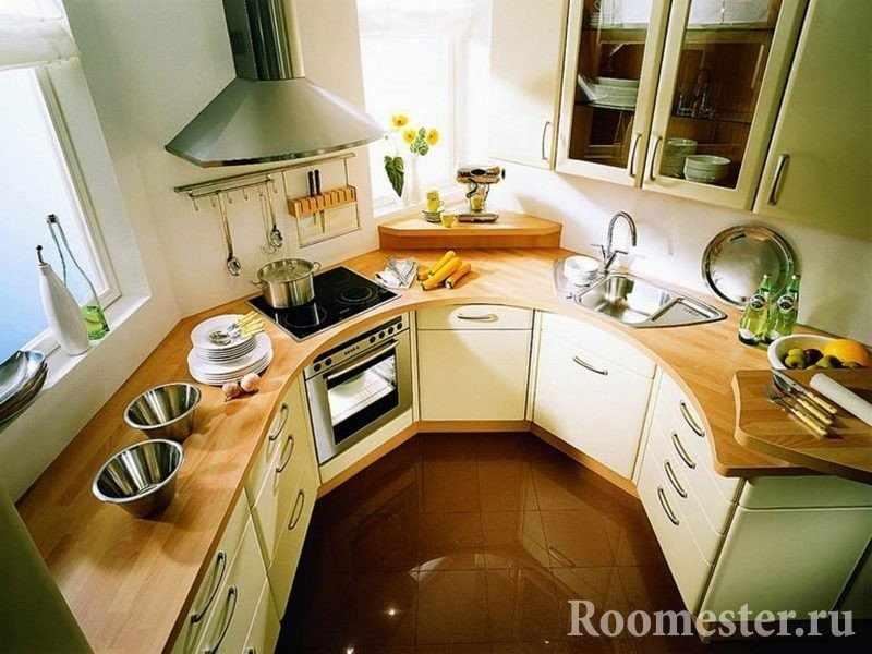 Шкафчики и плита с вытяжкой на кухне
