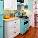 Бирюзовый холодильник в интерьере